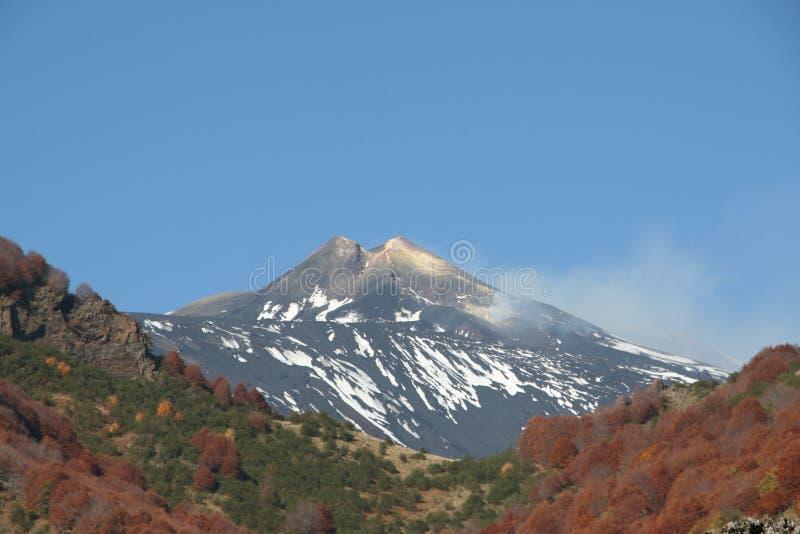 вулкан взгляда спать etna стоковые изображения