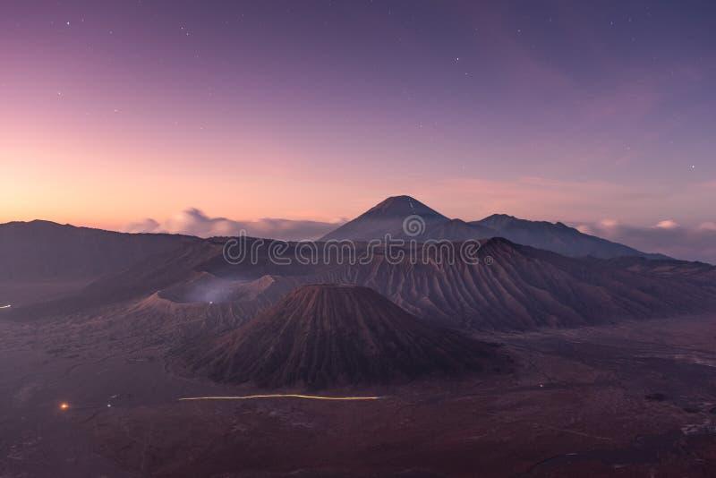 Вулкан держателя активное со звездой на зоре стоковое фото rf