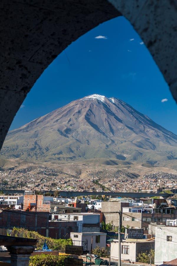 Вулкан и своды Misti стоковое изображение