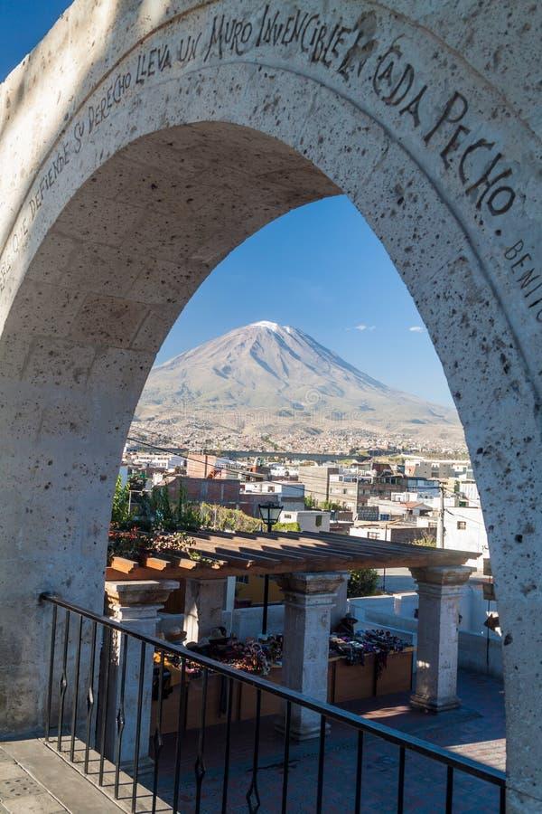 Вулкан и своды Misti стоковое фото rf
