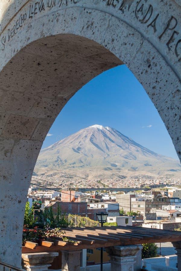 Вулкан и своды Misti стоковая фотография rf