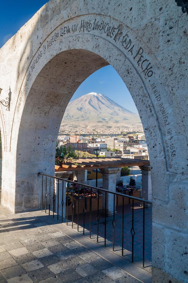 Вулкан и своды Misti стоковая фотография