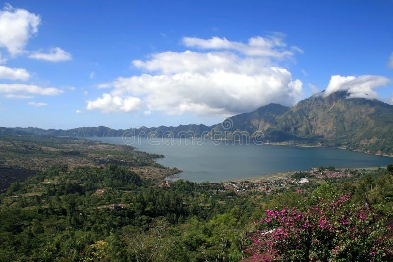 вулкан озера Индонесии кратера batur стоковые фотографии rf
