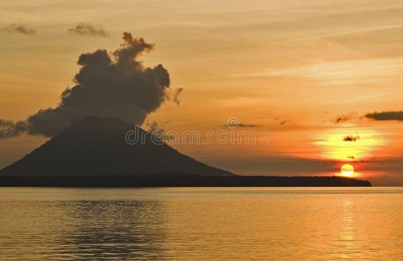 вулкан lembeh Азии Индонесии стоковые изображения rf