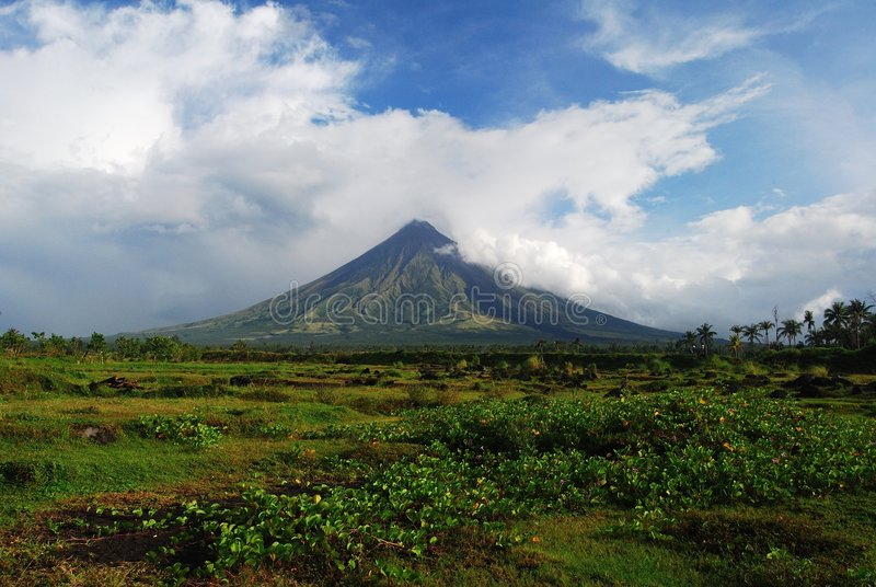 вулкан mayon стоковое изображение rf