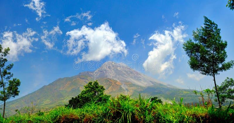 Вулкан Merapi в центральной Ява, Индонезии 2012 стоковые изображения