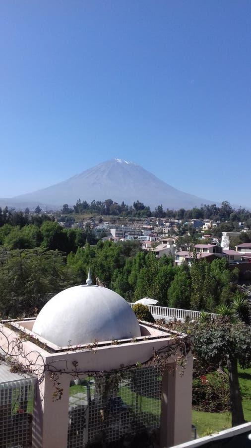 Вулкан misti страны Перу стоковые изображения rf