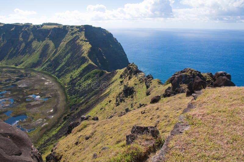 вулкан rano kau острова пасхи стоковые фото