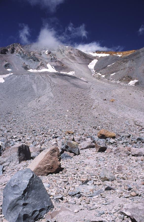 вулкан shasta трассы держателя gulch лавины стоковое изображение rf