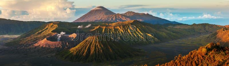 Вулканы Индонезии стоковая фотография rf