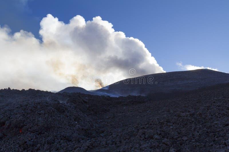 вулкан krakatau Индонесии извержения anak стоковая фотография