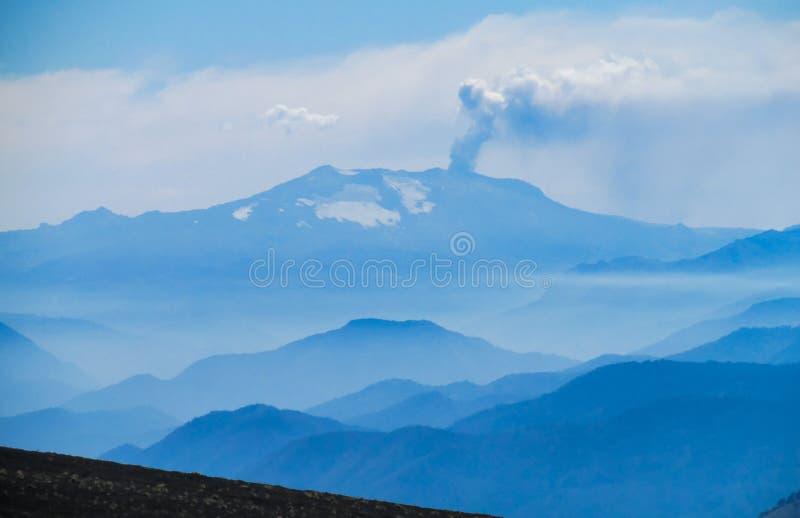 вулкан krakatau Индонесии извержения anak стоковая фотография rf