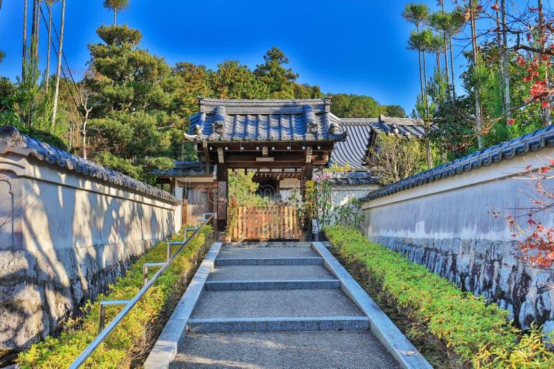 входная дверь на виске Zuiganzan Enkouji стоковые изображения rf
