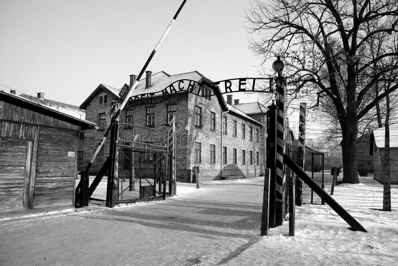Входная дверь на концентрационном лагере в Освенциме стоковое изображение rf