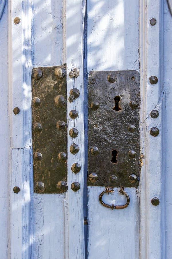 Входная дверь церков на Villambistia, Испании, детали стоковое фото rf
