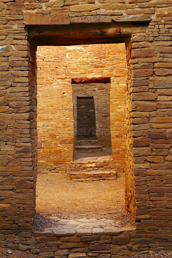 Входы пеламиды Пуэбло, каньона Chaco, Неш-Мексико стоковое изображение rf