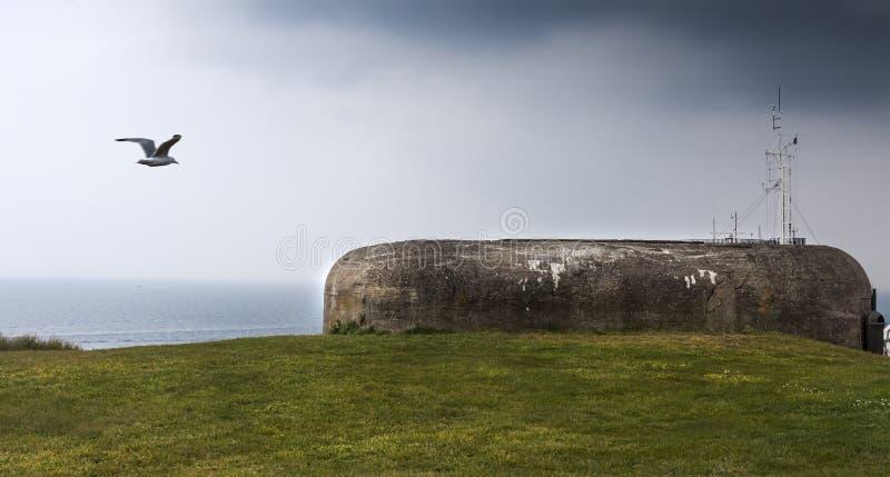 Вход большого немецкого бункера с частью оружия атлантического Wa стоковое фото rf