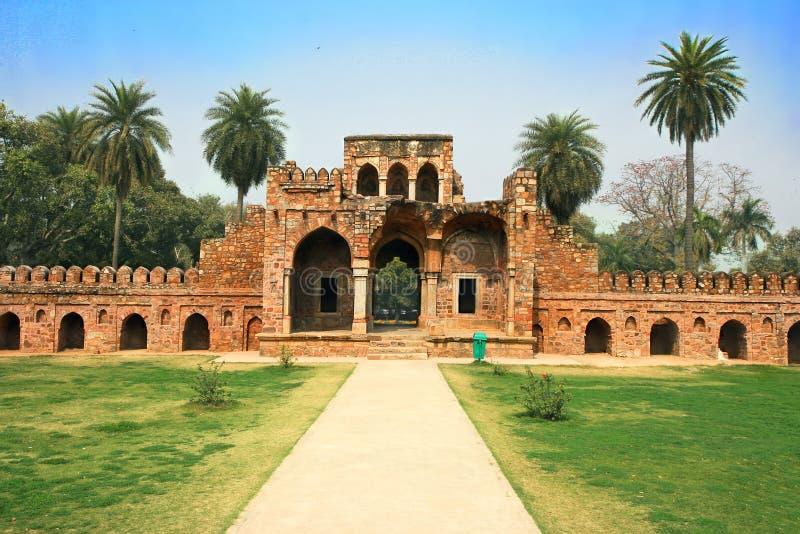 Вход в сад Lodi в городе Дели, Индии стоковая фотография rf