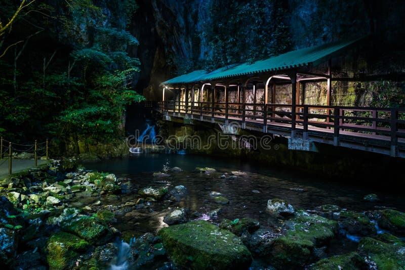 Вход крытого моста к пещере Akiyoshi стоковое изображение