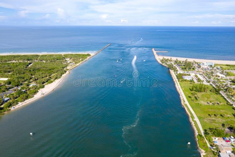 Вход к Атлантическому океану на Fort Pierce Флориде стоковое изображение