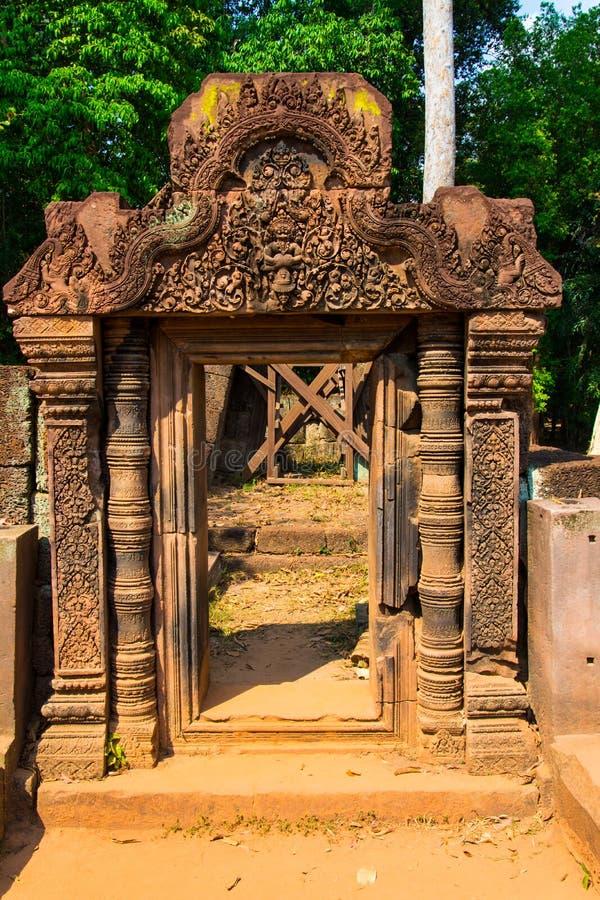 Вход к каменный высекать воплощение Narayana как Narasimha стоковая фотография