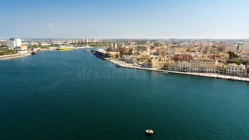 Вход к коммерчески порту Бриндизи Италии стоковое изображение