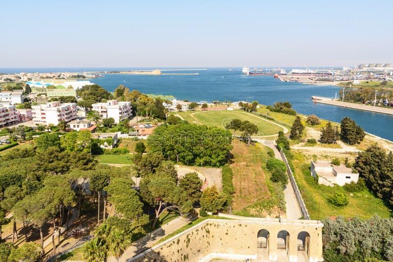 Вход к коммерчески порту Бриндизи Италии стоковые изображения