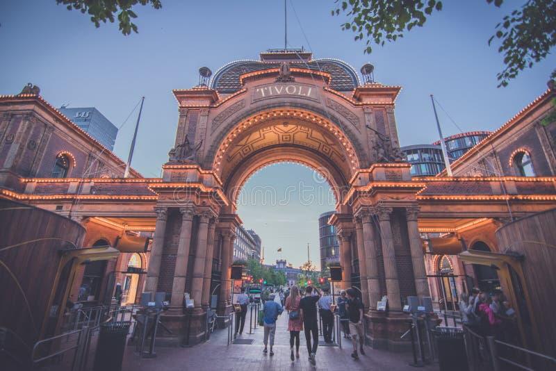 Вход к садам Tivoli в Копенгагене стоковая фотография rf