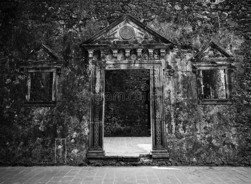 Вход к старым памятям стоковая фотография rf