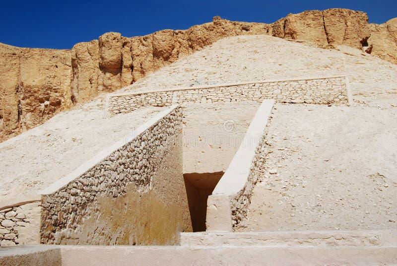 Вход к усыпальнице в долине королей, Египте стоковая фотография rf