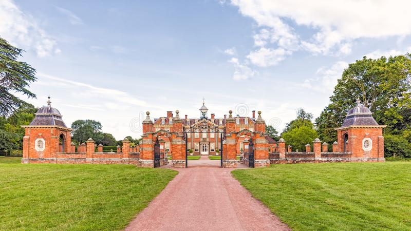 Вход к Hanbury Hall, Вустерширу, Англии стоковые изображения