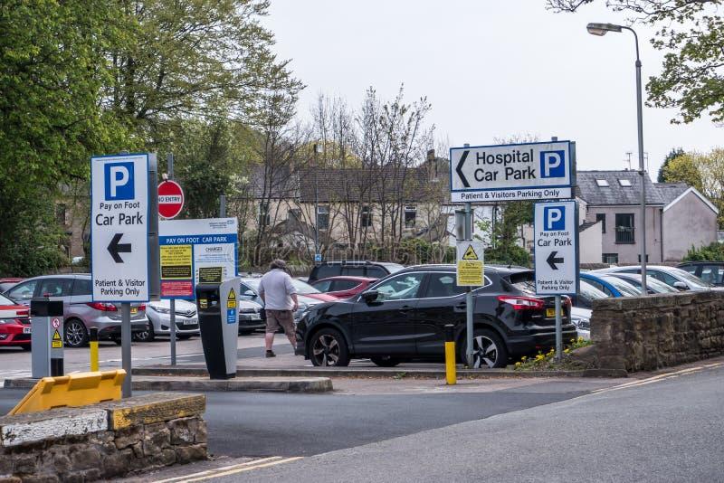 Вход Ланкастера Англии Великобритании 18-ое апреля 2019 к автостоянке посетителя стоковое фото rf