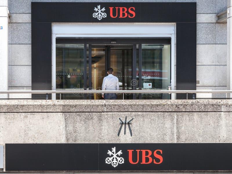 Вход местной ветви банка Switerland соединения UBS в Женеву UBS один из главных банков страны стоковые фотографии rf