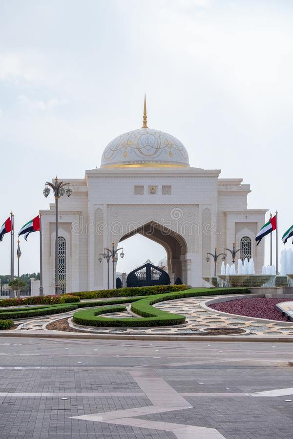 Вход президентского дворца, al Watan Qasr, Абу-Даби стоковое фото rf