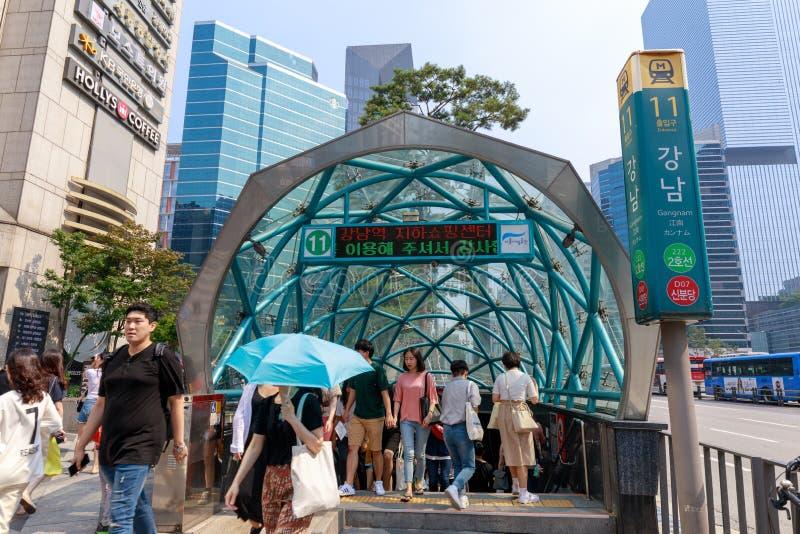 Вход станции метро Gangnam в город Сеула стоковые фотографии rf