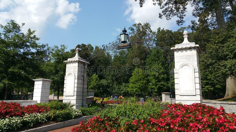 Вход университета Emory приглашая стоковые фотографии rf