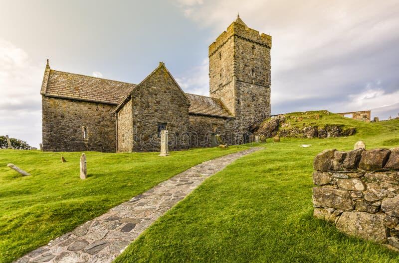 Вход церков ` s StClement, типичная старая часовня на острове в шотландских гористых местностях, Rodel Херриса и Левиса, наружном стоковое фото rf