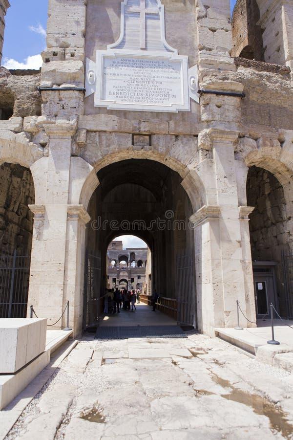 Вход Colosseum стоковое фото rf