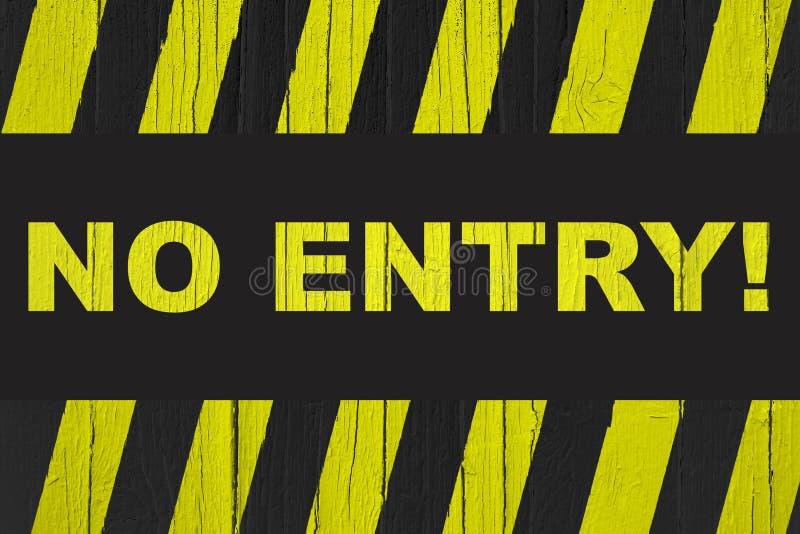 """вход """"No! предупредительный знак  †при желтые и черные нашивки покрашенные над треснутой древесиной стоковое фото rf"""
