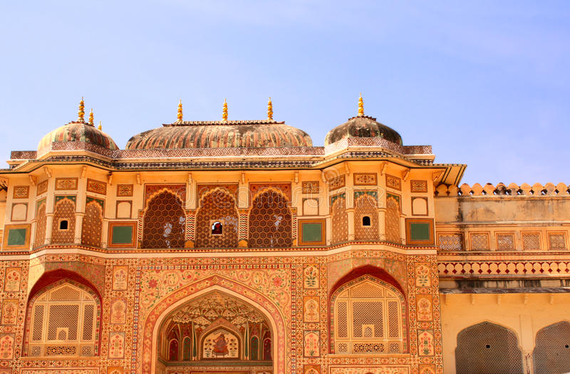 Вход в королевский дворец, янтарный форт, Джайпур, Раджастхан, Индию стоковое фото rf