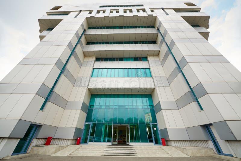 Вход в офисное здание. стоковая фотография rf