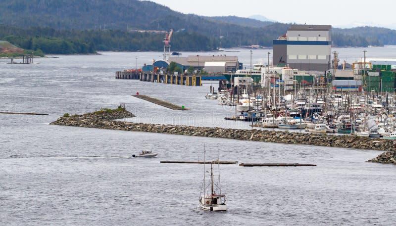 Вход гавани Аляски шлюпкой стоковые изображения rf