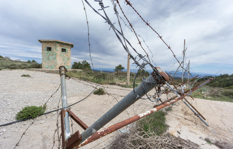 Вход крупного плана к покинутой воинской зоне стоковые изображения