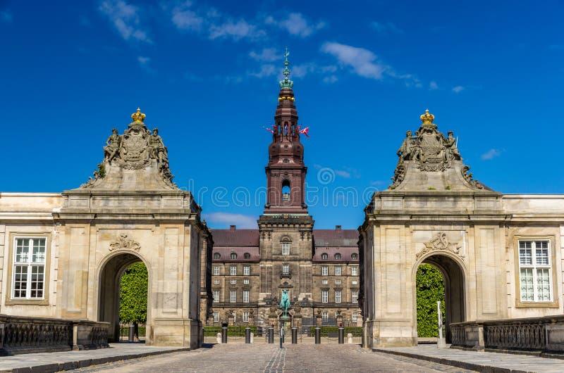 Вход к дворцу Christiansborg в Копенгагене, Дании стоковое фото rf