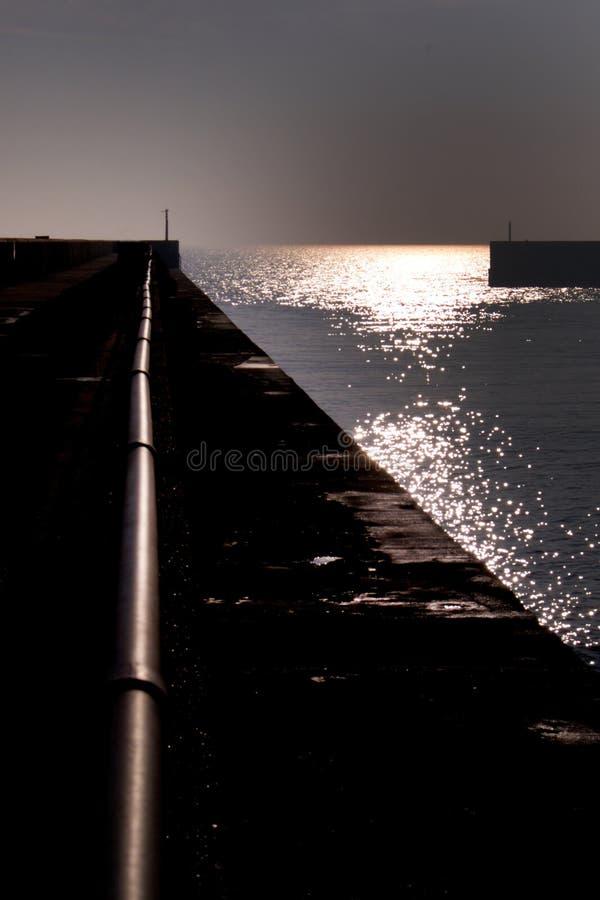 Вход к гавани Shoreham на заходе солнца стоковая фотография rf