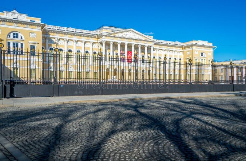 Вход к русскому музею в Санкт-Петербурге стоковые фотографии rf