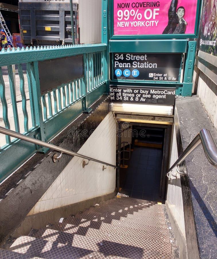 Вход метро Нью-Йорка: Станция Пенна 34 улиц стоковые изображения