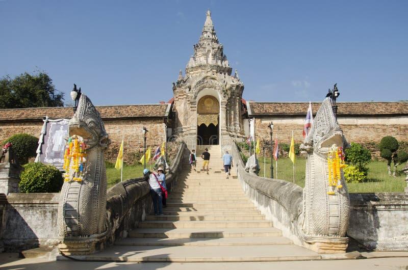 Вход строба с лестницей naga для идти людей идет к prayi стоковая фотография rf