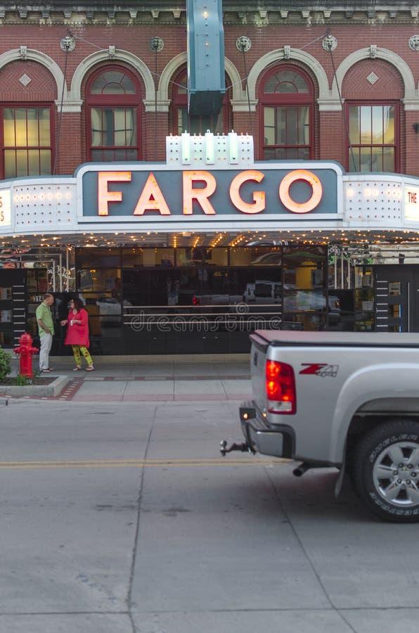 Вход театра Fargo в городском Fargo, ND стоковые фотографии rf