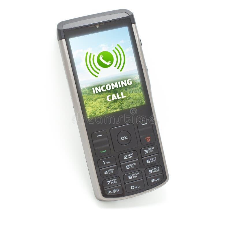 Входящий звонок на ИЗОЛИРОВАННОМ мобильном телефоне стоковое изображение